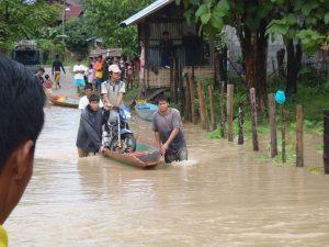Rockclimbing-flooded-canoe-crossing